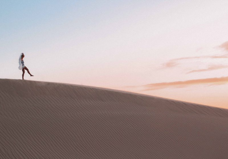 Women walking down a dune, how to let go